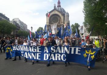Hommage à sainte Jeanne d'Arc le 8 mai à Paris (5)